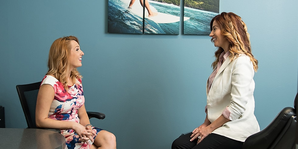 Tracy, one of the orthodontic consultants at Straight Wire, talking to a client.